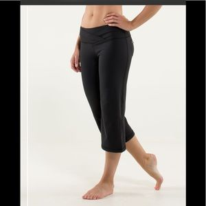 Lululemon DHarana crop pants size 6 black